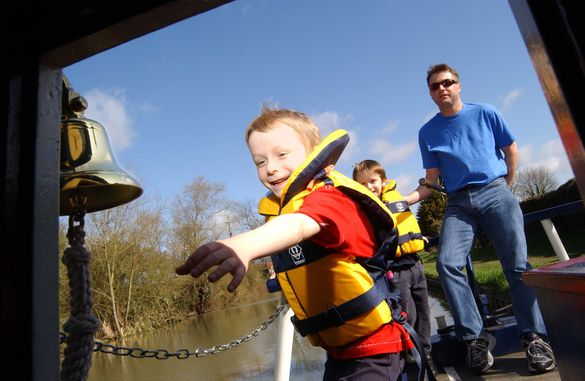 Try boating - Canal & River Trust