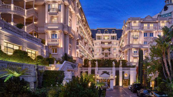Hotel Metropole by night